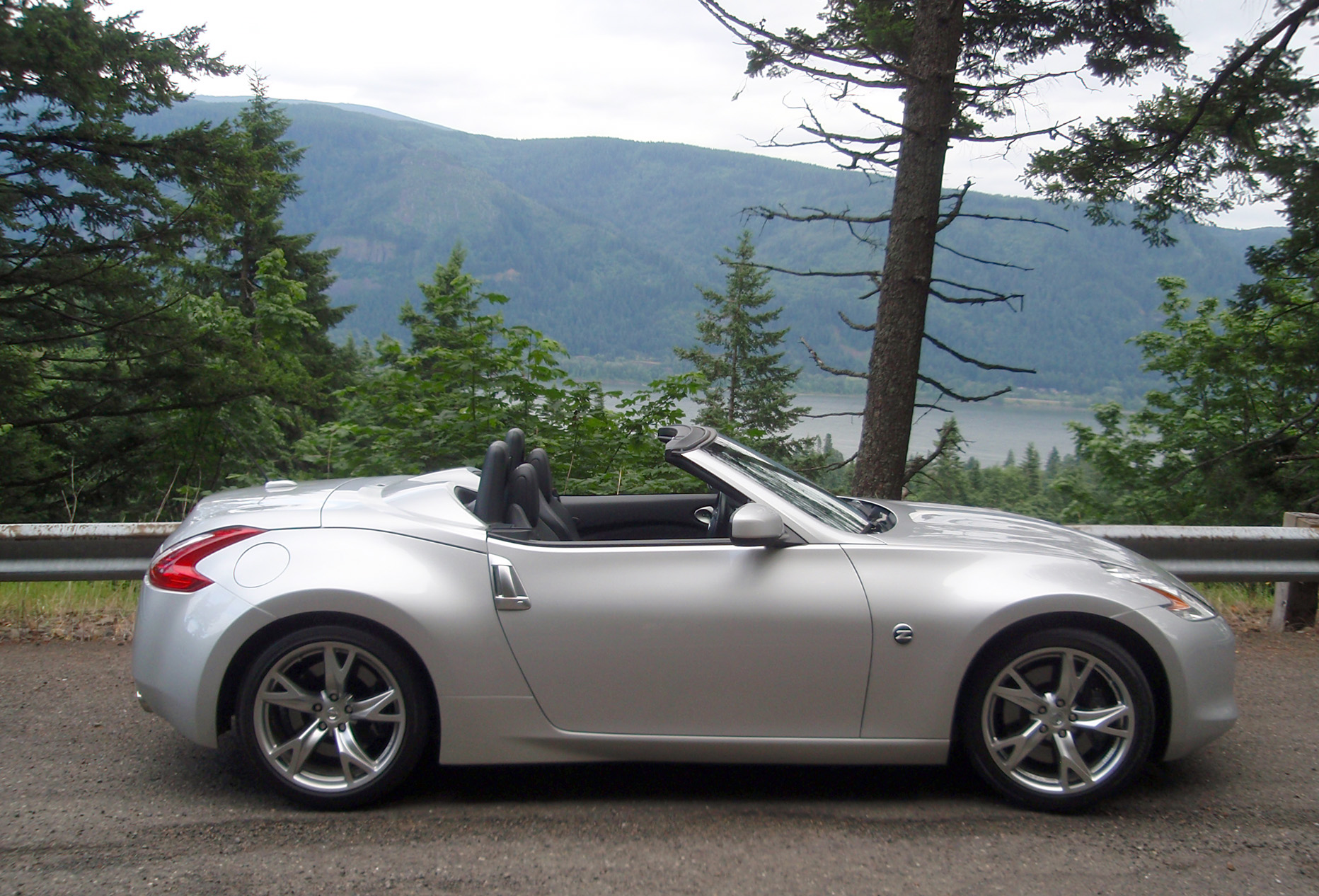 test drive nissan 370z convertible our auto expert. Black Bedroom Furniture Sets. Home Design Ideas