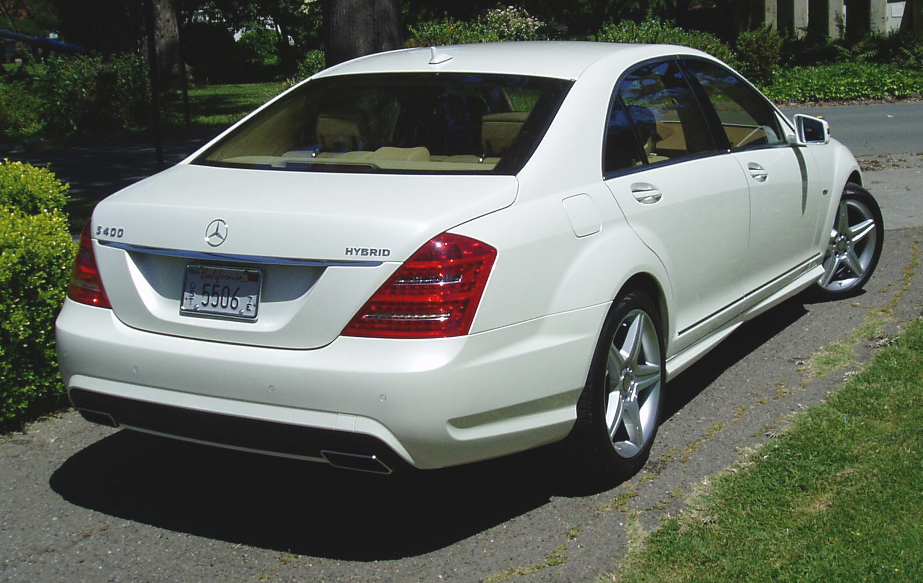 Summary The Mercedes Benz S400