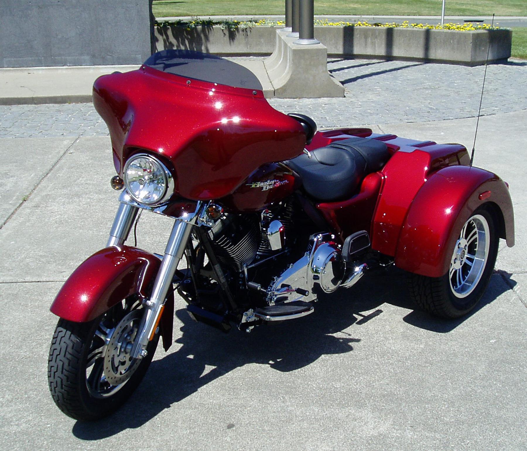 Test Ride: 2010 Harley-Davidson FLHXXX Street Glide Trike