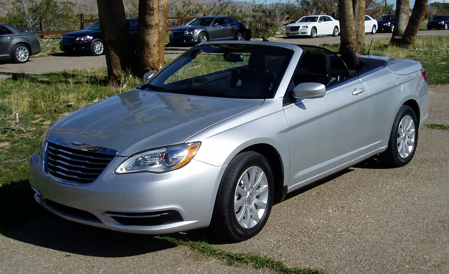 test drive 2011 chrysler 200 convertible our auto expert. Black Bedroom Furniture Sets. Home Design Ideas