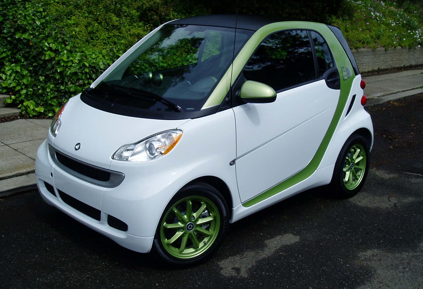 test drive 2011 smart fortwo electric drive passion coupe our auto expert. Black Bedroom Furniture Sets. Home Design Ideas