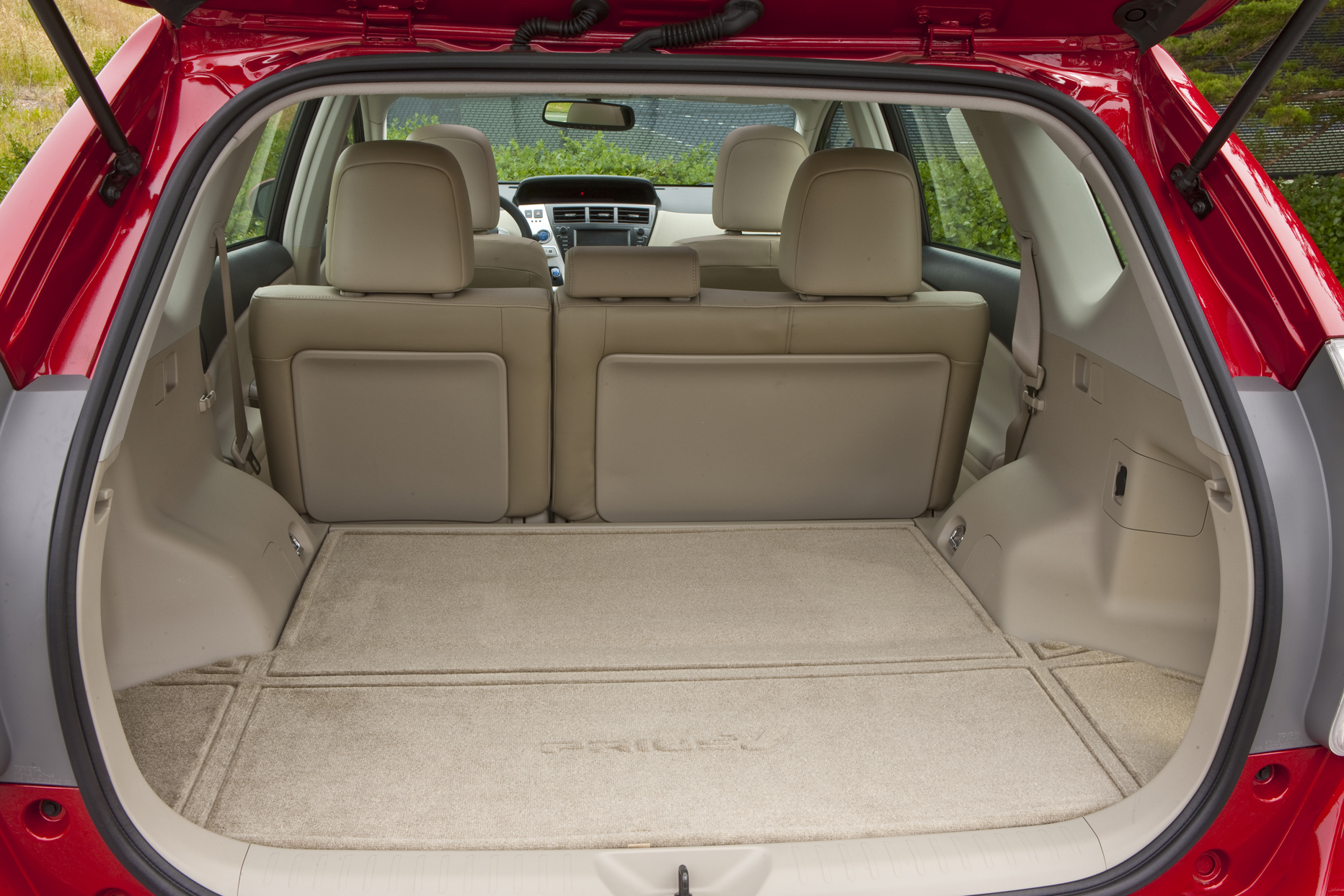 test drive toyota prius v our auto expert. Black Bedroom Furniture Sets. Home Design Ideas