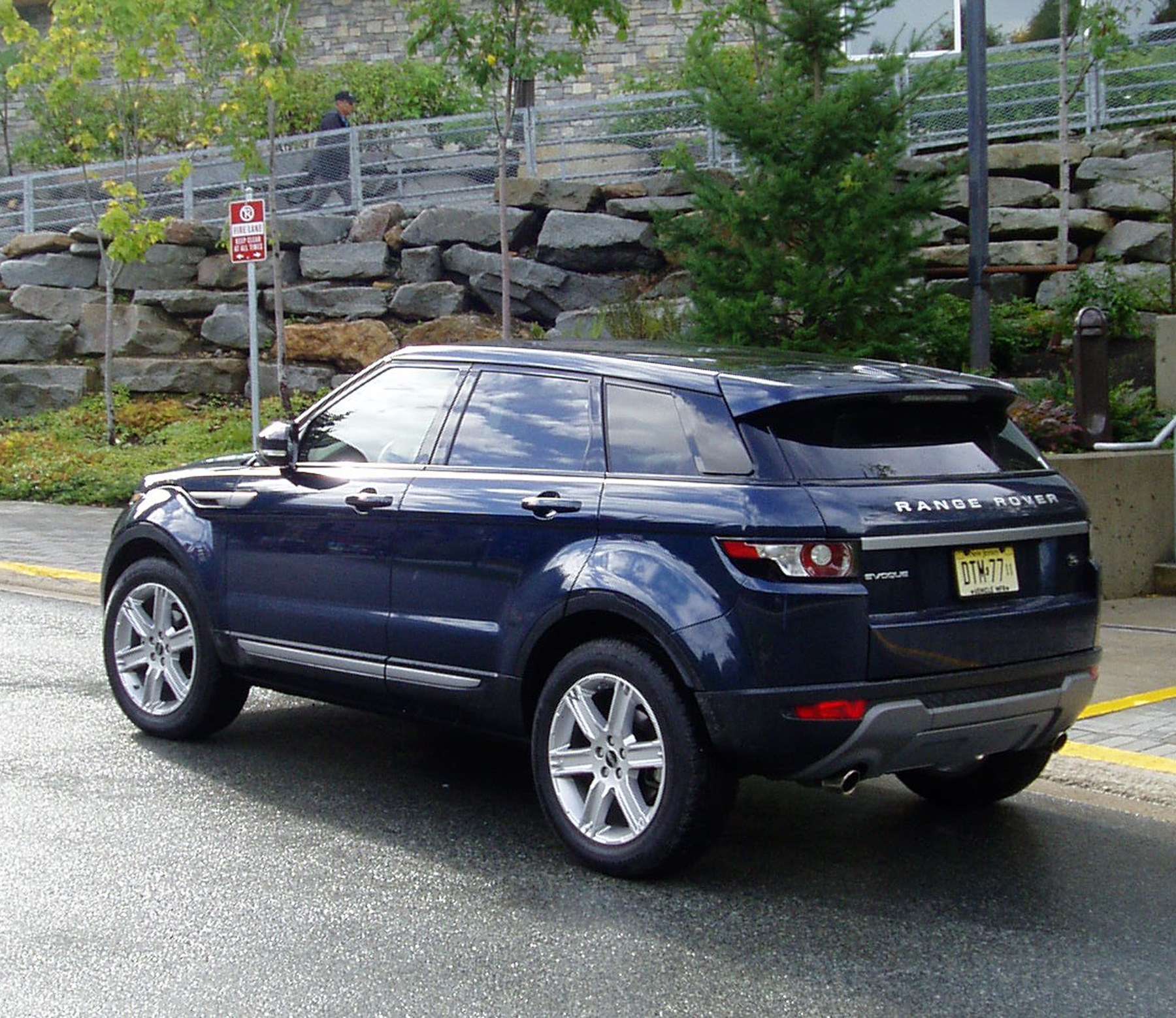 test drive 2012 range rover evoque our auto expert. Black Bedroom Furniture Sets. Home Design Ideas