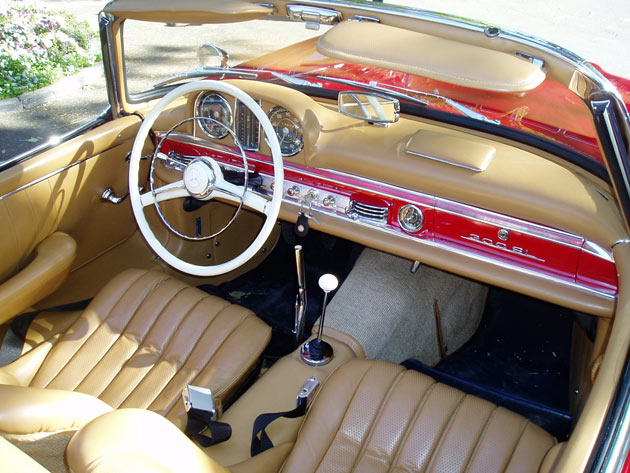 Mercedes-Benz SL300 - Interior
