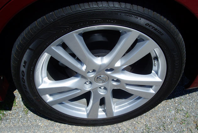 2013 Nissan Altima - Wheels