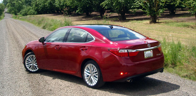 2013 Lexus ES - Side View