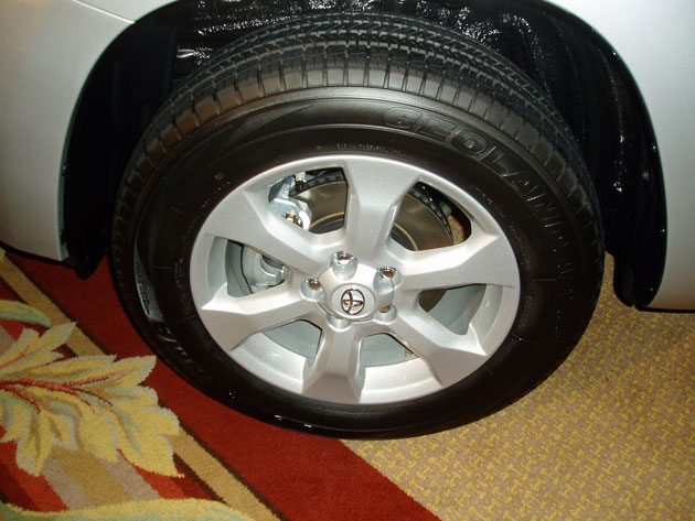 2012 Toyota RAV4 - Wheels
