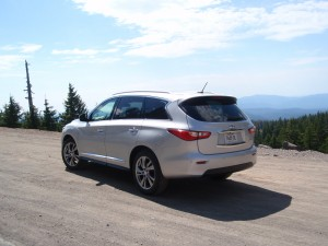2013 Infiniti JX35 - road shot