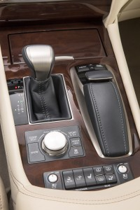 2013 Lexus LS - Shift gear
