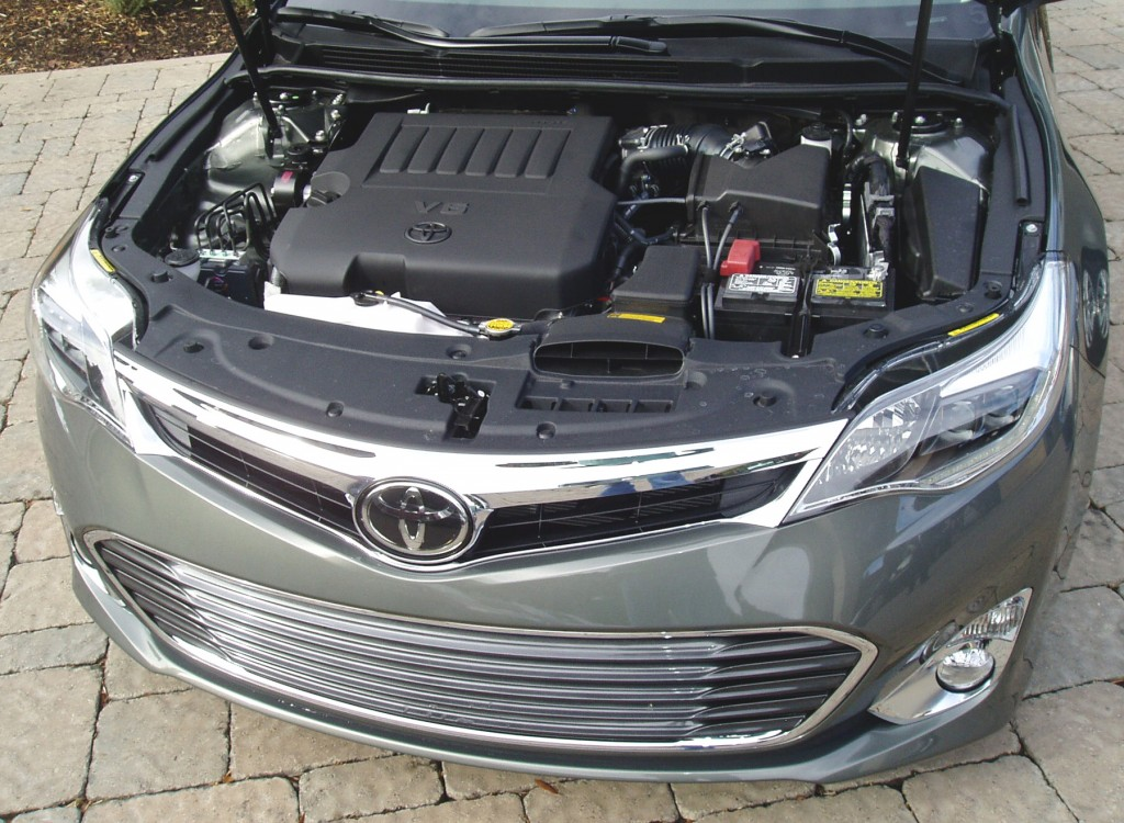 2013 Toyota Avalon - Engine compartment