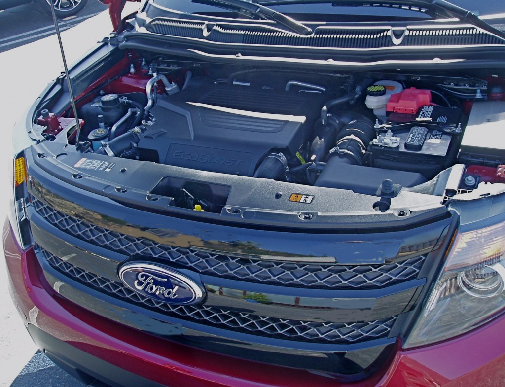 2013 Ford Explorer engine compartment