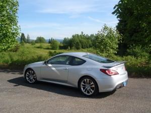 2013 Hyundai Genesis - side view