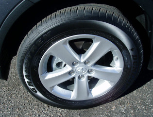 2013 Toyota RAV4 - wheels