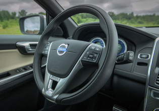2013 Volvo XC60 steering wheel