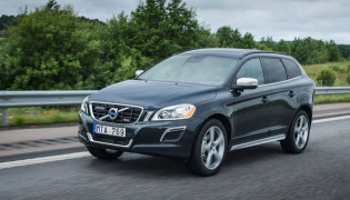 2013 Volvo XC60 front view moving