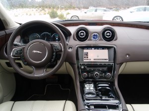 2013 Jaguar XJ - Steering wheel
