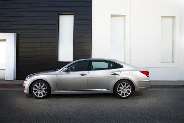 2013 Hyundai Equus - side