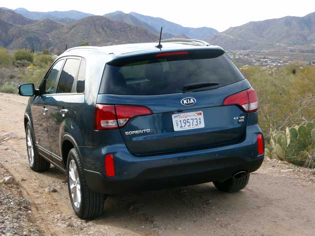 test driving the 2014 kia sorento cuv our auto expert. Black Bedroom Furniture Sets. Home Design Ideas