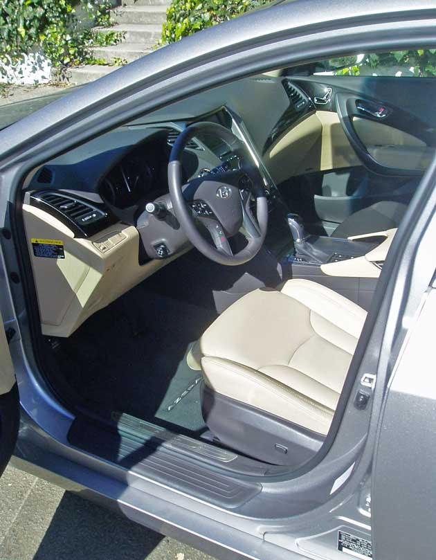Hyundai Azera Interior
