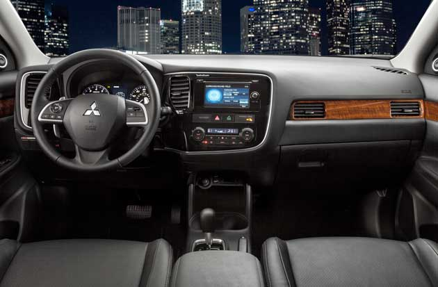 2014-Mitsubishi-Outlander-d