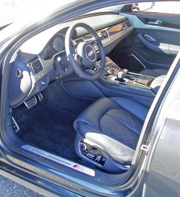 2013-Audi-S8-Int