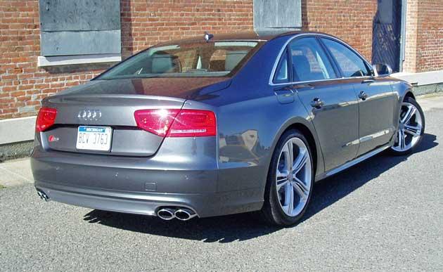 2013-Audi-S8-RR