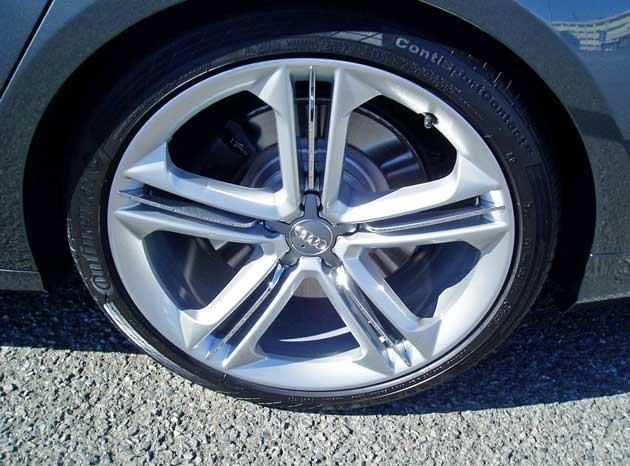 2013-Audi-S8-Whl