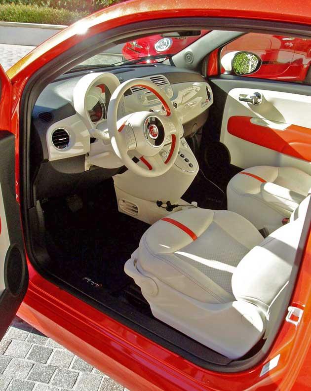 2013-Fiat-500e-Int