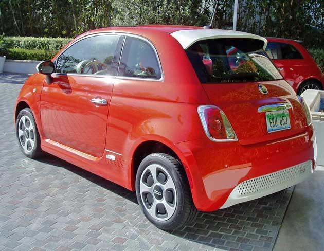 2013-Fiat-500e-RR