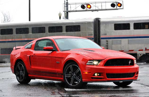 2013-Ford-Mustang-GT-coupe