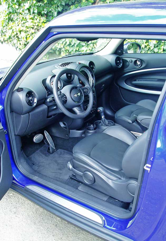 2013-MINI-CVooper-S-Paceman-ALL4-Int