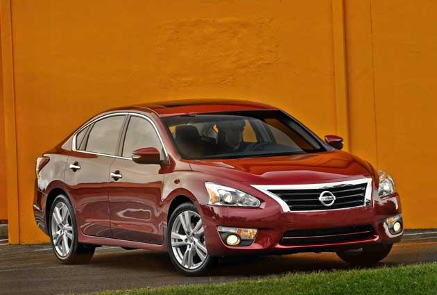 2013-Nissan-Altima-frtQuart