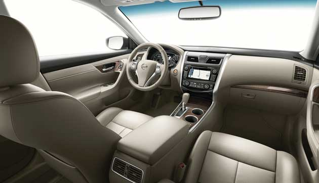 2013-Nissan-Altima-interior