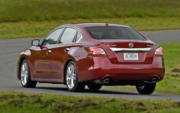 2013-Nissan-Altima-rear