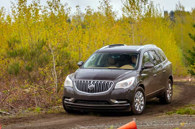 Buick-Enclave-AWD-of-road
