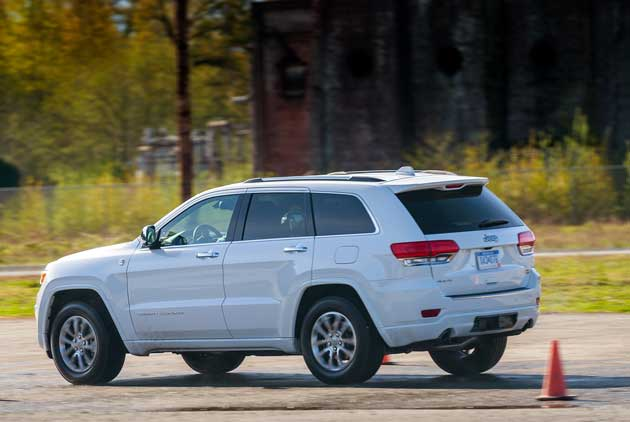 Jeep-Grand-Cherokee-on-road