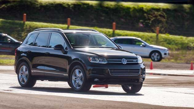 Volkswagen-Touareg-Hybrid-on-road