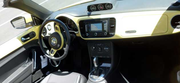 2013-Volkswagen-Beetle-dash