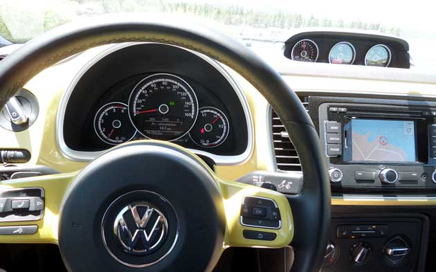 2013-Volkswagen-Beetle-pane