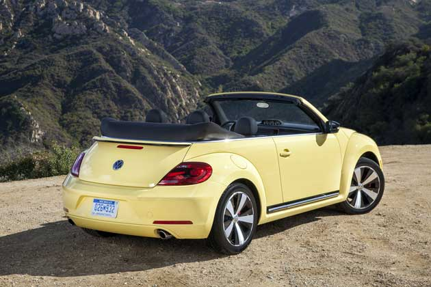 2013-Volkswagen-Beetle-rear