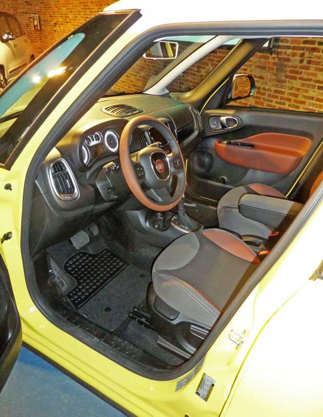 2014-Fiat-500L-Int