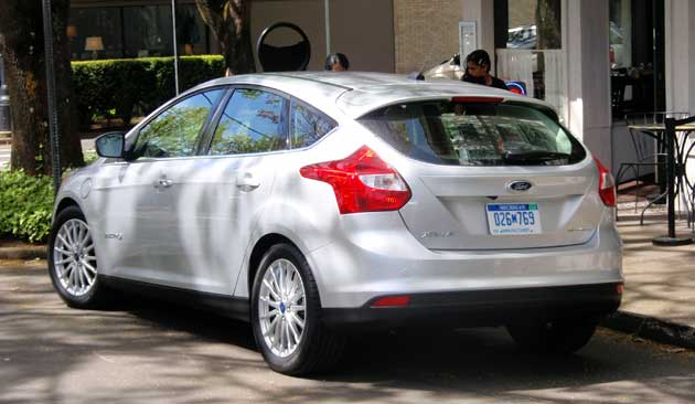 2012-DR-Ford-Focus-Electric