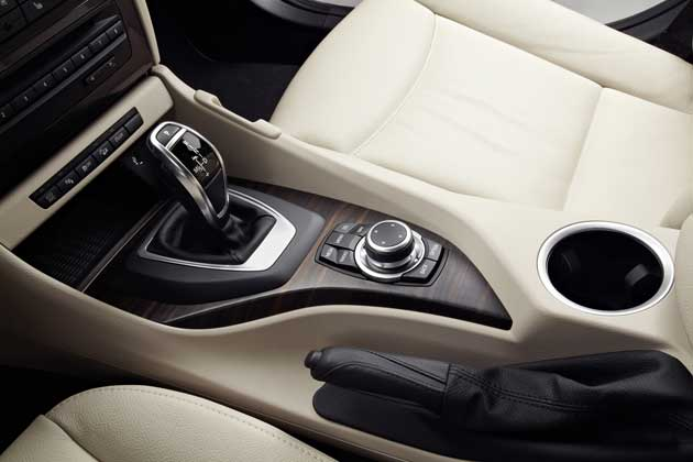 2013-BMW-X1-console