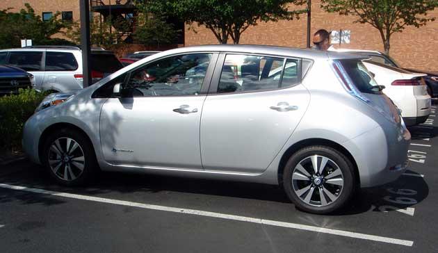 2013-DR-Nissan-Leaf