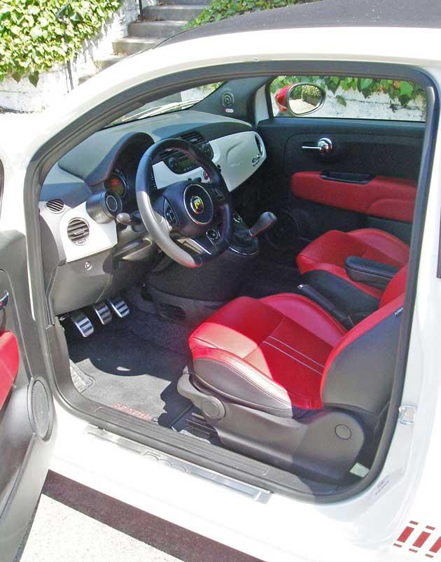 2013-Fiat-500C-Abarth-Cabrio-Int