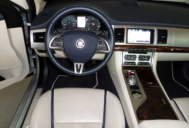 2013-Jaguar-XF-dash