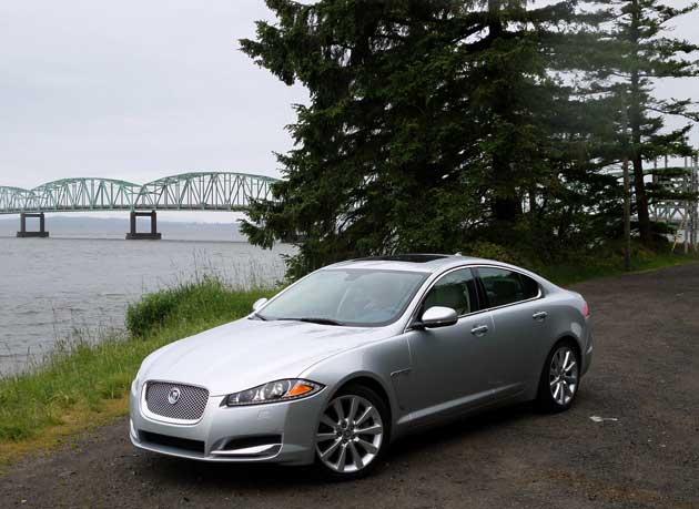2013-Jaguar-XF-front