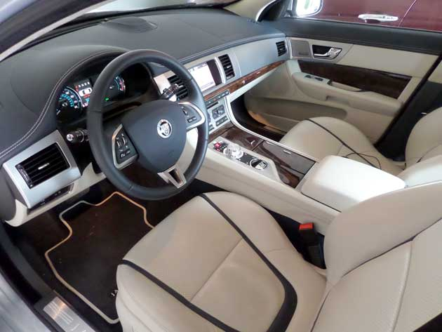 2013-Jaguar-XF-interior