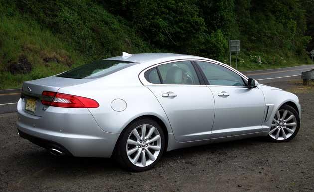 2013-Jaguar-XF-rearQ