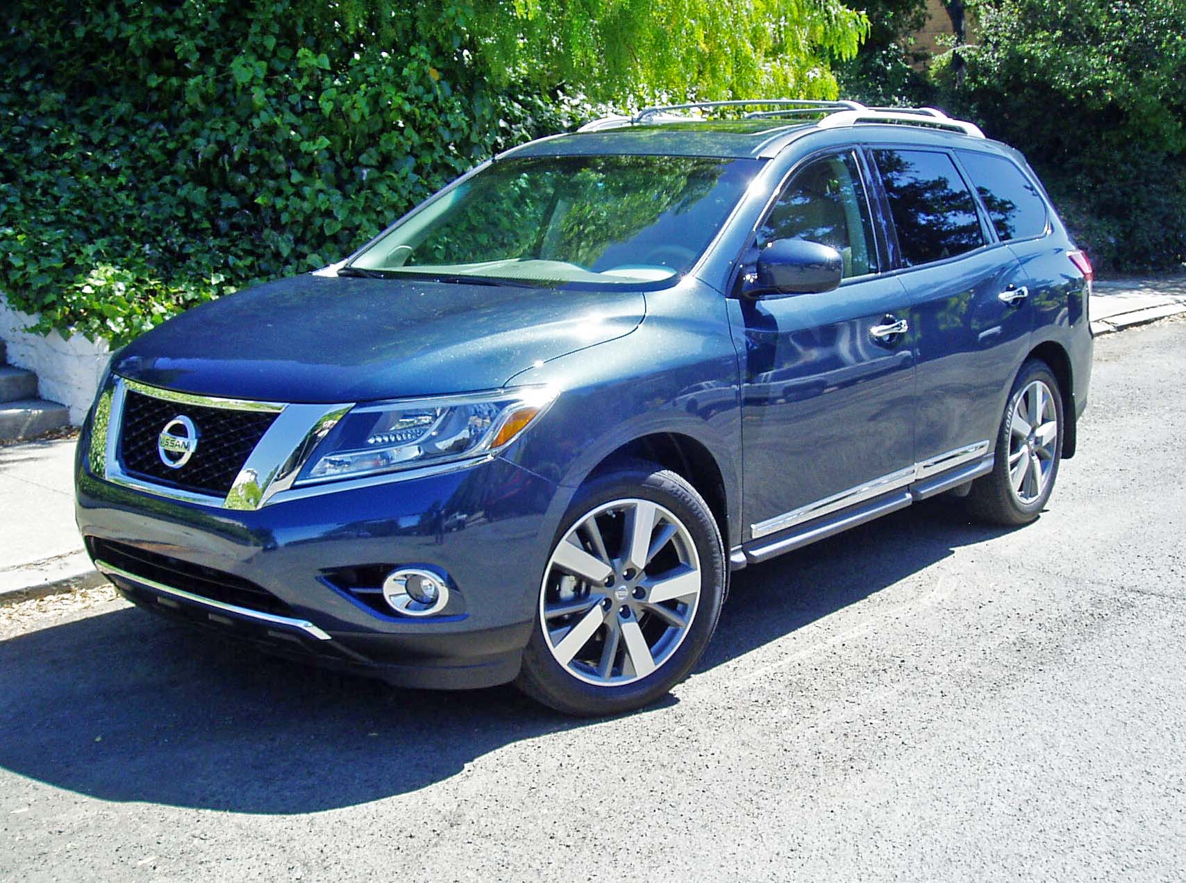 2013 nissan pathfinder platinum 4 4 test drive our auto expert. Black Bedroom Furniture Sets. Home Design Ideas